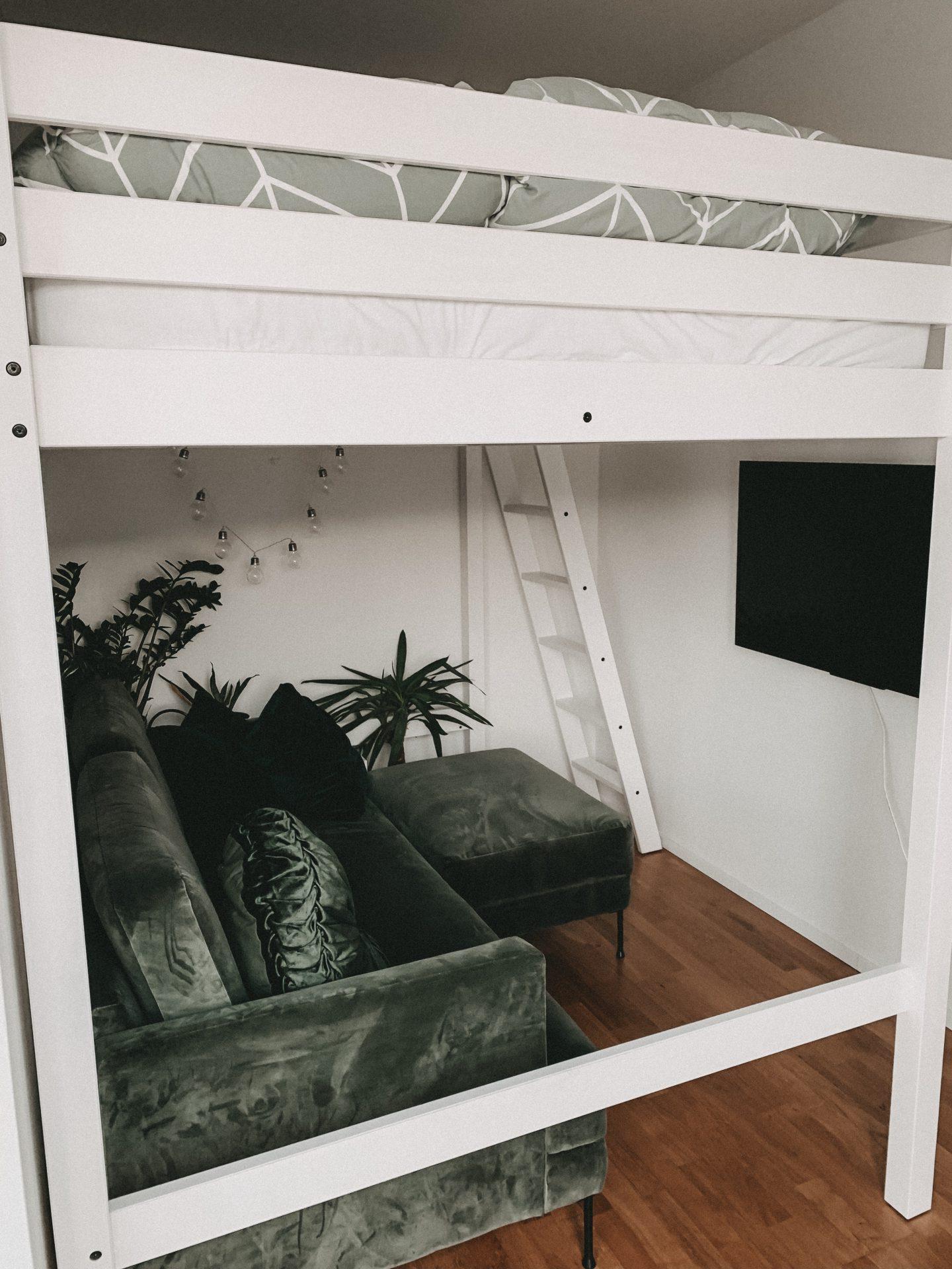 ikea kleine wohnung hochbett fuer erwachsene umdekorieren. Black Bedroom Furniture Sets. Home Design Ideas